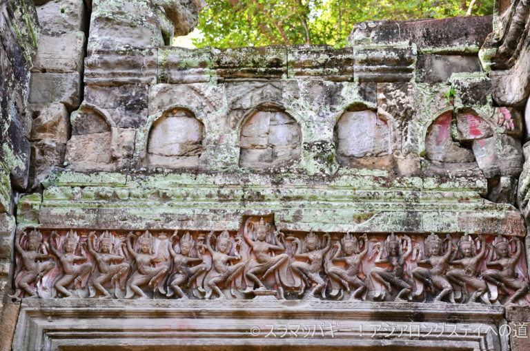 Walking around the best archeological sites of Cambodia, Priakan-Taprom.