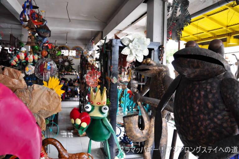 Now in Ubud wholesale street. Musical instruments, furniture, sculpture, clothes, etc.